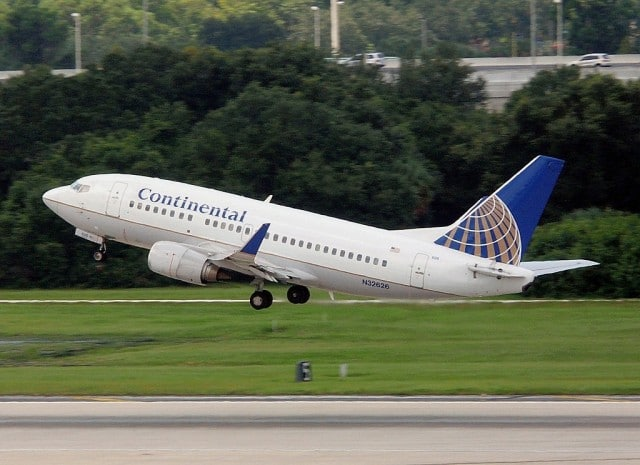 Continental B735 (N32626) photographed by Charlie Carroll