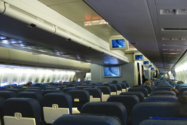 United Airlines B747-400 Economy cabin by Altair78