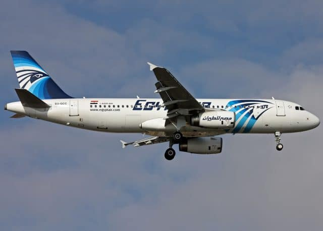 EgyptAir Airbus A320 (SU-GCC) on finals at Ataturk Airport by Mehmet Mustafa Celik