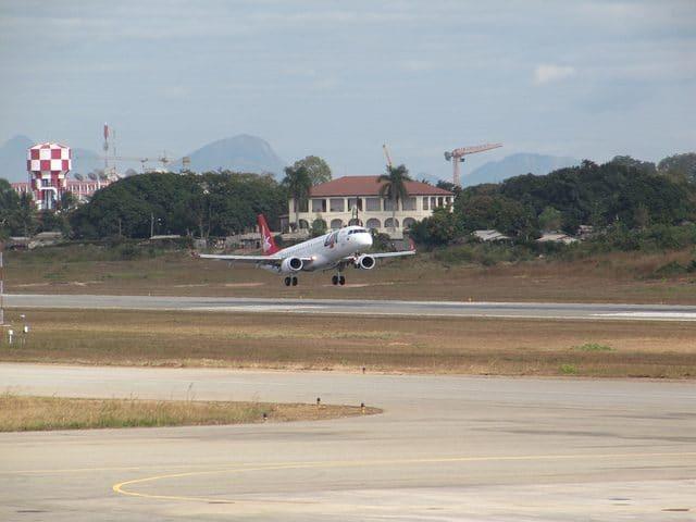 LAM Embraer 190 C9-EMC by Carlos Reis